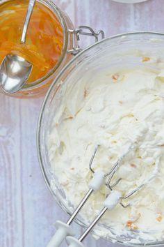 Sinaasappelvulling met slagroom en mascarpone, het hele jaar door lekker, maar rondom de feestdagen echt een aanrader! Heavy cream with mascarpone and orange frosting