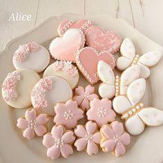 アイシングクッキー #アイシング #biscuits #ちょうちょ #アイシングクッキー教室 #西宮北口 #royalicing #icingcookies #桜 #苦楽園口 #instacookies #西宮 #icing #ハート #さくらさく #decoratedcookies #sugarcookies #instafood #edibleart #曲奇