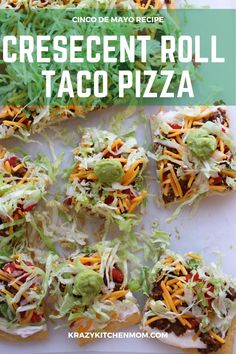 Two tubes of crescent roll dough, ground beef, taco seasoning, cream cheese, and some veggies are all you need to make Crescent Roll Taco Pizza. Taco Pizza Recipes, Mexican Food Recipes, Sandwich Recipes, Cresent Roll Veggie Pizza, Flatbread Appetizers, Appetizer Recipes, Snack Recipes, Snacks, Chicken Flatbread