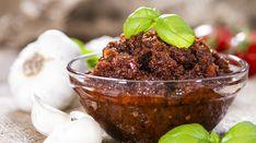 Oltre ad essere un gustoso condimento per la pasta, il Pesto Pomodori secchi e Mandorle è ottimo per accompagnare crostini e polenta fritta. Ecco la Ricetta
