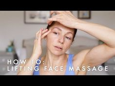 Celebrity facialist Abigail James shows you how to get glowing skin with a brightening face massage in just THREE minutes. The key to this massage is speed a. Yoga Facial, Massage Facial Japonais, Face Lift Exercises, Face Yoga Method, Face Wrinkles, Face Massage, Too Faced, Massage Techniques, Belleza Natural