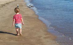 Pigs & Roses. Beach time. Kids. Baby. Family. Un día cualquiera. Pisando arena. My little piggies.