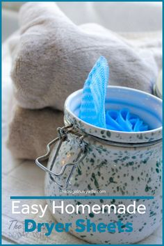 Easy Homemade Dryer Sheets – PS They are Reusable! - Save money on your laundry bill each month by making these easy homemade dryer sheets. Never spend money on them again and they are reusable. Green Cleaning Recipes, Natural Cleaning Recipes, Natural Cleaning Products, Cleaning Hacks, Deep Cleaning, Homemade Dryer Sheets, Homemade Fabric Softener, Diy Household Tips, Household Cleaners