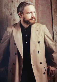Martin Freeman>> HOLY FUCK ME HOT DAMMMMMMMMMMMMM HE HAS A BEARD THIS IS NOT A DRILL