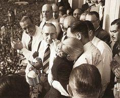 Eva llora, 22 de agosto de 1951