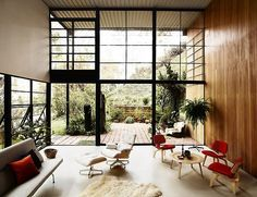Eames House // Charles Eames. Family Houses Windows Doubles heights facing wood Furniture carpets black Gardens bjad.