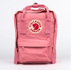 Kånken backpack in little format with long shoulder straps that can be adjusted to fit both children and adults. Removable seat pad. #classicbag ##fjallraven