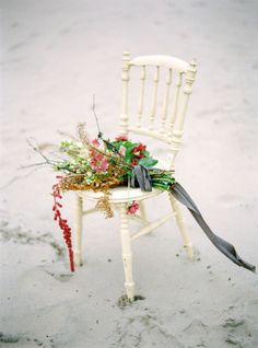 Winter beach wedding inspiration: http://www.stylemepretty.com/little-black-book-blog/2015/02/04/swedish-seaside-sinter-wedding-inspiration/ | Photography: 2 Brides - http://2brides.se/