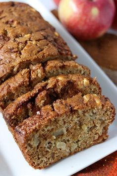 Apple Cinnamon Swirl Bread - Chunks of apple and swirls of cinnamon in this quick bread that doesn't even need a mixer! Apple Walnut Bread Recipe, Apple Cinnamon Loaf, Apple Cinnamon Bread, Cinnamon Crumble, Apple Bread, Best Banana Bread, Cinnamon Apples, Apple Cake, Easy Bread Recipes