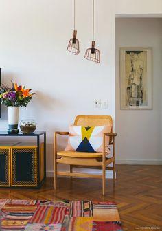 Мебель в стиле ретро — это всё самое яркое и заметное, что было создано дизайнерами в 50-70-х годах прошлого столетия. Такая мебель полна положительных сторон: она функциональна, компактна и легко впи...