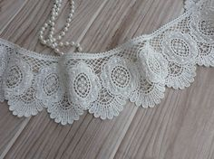 Off White Venise Lace Trim Embroidery Scalloped Lace for Bridal, Millinery, Wedding Gowns, Victorian, Costume design