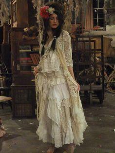 bohemian boho style hippy hippie chic bohème vibe gypsy fashion indie folk look outfit Shabby Chic Outfits, Boho Outfits, Vintage Outfits, Bohemian Mode, Bohemian Gypsy, Hippie Chic, Boho Chic, Magnolia Pearl, Style Boho