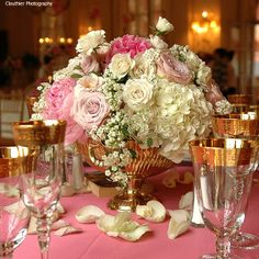 Gorgeous centerpiece <3 Clouthier Photography <3 Romancing The Rose Studio