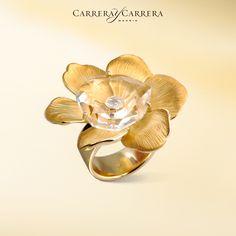 Gardenias ring, yellow gold, pure quartz, diamond.  This semi-precious gemstone is like a lake, keeping the secret diamond treasure safely deep inside. It is so interesting to watch how it refracts the light! #carreraycarrera #gardenias #ring #goldenrings #quartz #gems #gemstone #rockcrystal #jewelry #jeweloftheday #luxury #shine