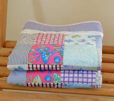 Patchwork+blanket+Patchwork+nás+baví+a+proto+rozšiřujeme+sortiment+s+novými+super+barevnými+dekami.+Patchworková+dečka+v+růžovofialových+barvách+je+ušitá+ze+100%+bavlny.+Rozměry:+91x103+cm Patchwork Blanket, Diaper Bag, Bags, Handbags, Diaper Bags, Mothers Bag, Bag, Totes, Quilts