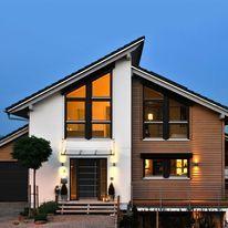 Ideas For House Facade Design Haus Roof Design, Facade Design, Exterior Design, Bungalow House Design, Modern House Design, House Roof, Facade House, House Facades, Home Building Design