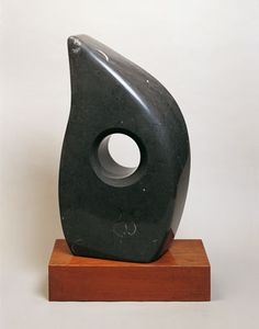 Barbara Hepworth, Single Form, 1968, Irish black marble on wood base|Pallant House Gallery (Hussey Bequest, Chichester District Council, 1985) © Bowness, Hepworth Estate