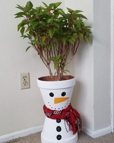 Super cute indoor planter I made for my poinsettia plant this holiday season! Outside Christmas Decorations, Christmas Crafts To Make, Christmas Art, Christmas Projects, Simple Christmas, Holiday Crafts, Christmas Ornaments, Flower Pot Crafts, Flower Pots