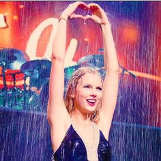 """Taylor swift singing """"Should've of said No"""" the Fearless tour! The last song of the show! Taylor Swift Singing, Taylor Swift Fearless, Taylor Swift Concert, Taylor Swift Pictures, Taylor Alison Swift, Heart Hands, Hand Heart, One & Only, Ethel Kennedy"""