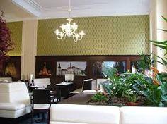 흰색벽에 피스타치오 벽지가 참 잘 어울린다.