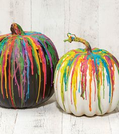 Looking for a great Halloween kids craft? Try the crayon dripped pumpkin! // Decorating pumpkins // Halloween crafts.