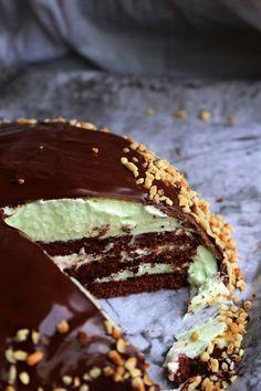 William tårta är en av mina favorit tårta. En chokladbotten med vaniljkräm och päronkräm med ett marsipanlock, choklad och hackade hasselnötter. Den här tårtan gör du på ett kick! Tiden fanns inte idag o jag köpte färdiga chokladbottnar. Men om man vill göra sin egen chokladbotten rekommenderar jag den HÄR WILLIAM TÅRTA Ett paket färdiga [...]