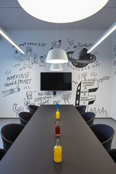 👨💼👩🏿💼Small Office Workspaces Design Tips - Corporate Office Design, Small Office Design, Creative Office Space, Cool Office, Office Interior Design, Office Interiors, Interior Design Inspiration, Office Ideas, Design Ideas