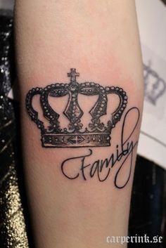 but add something different Great Tattoos, Small Tattoos, I Tattoo, Tattoo Quotes, Tattoo Crown, Tattoos Familie, Family Tattoos, Small Rose, Deathly Hallows Tattoo