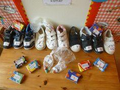 Schoentjes vullen in de pakjeshoek.