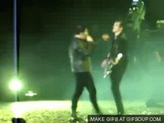 He's making Mikey actually move around the stage<<<Why is no one talking about how he just slips when he moves!?