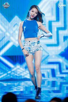 Pristin Im Nayoung South Korean Girls, Korean Girl Groups, Ioi Nayoung, Kim Seol Hyun, V Instagram, Grunge Girl, Stage Outfits, Beautiful Asian Women, Sexy Asian Girls