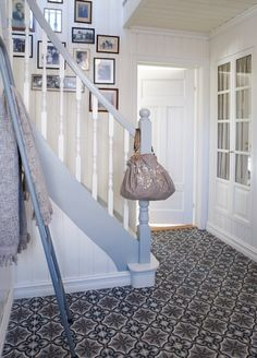 Koti 1 - Home 1 . Victorian Hallway, Victorian Tiles, Hallway Inspiration, Interior Design Inspiration, Painted Banister, Tiled Hallway, Grey Hallway, Entry Foyer, Entrance Hall