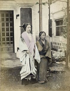 "Oiran (""woman of pleasure"") & servant. Japan. S)"