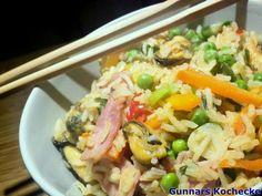 Chinesischer Bratreis mit Miesmuscheln und Kochschinken