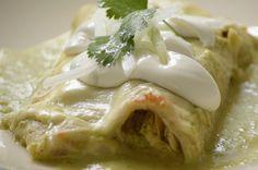 4 platos fuertes en salsa verde para la hora de la comida | Cocina Vital Mexican Enchiladas, Chicken Enchiladas, Chicken Verde, Meal Planning Board, Traditional Mexican Dishes, Hispanic Dishes, Savoury Dishes, Quick Meals, Mexican Food Recipes