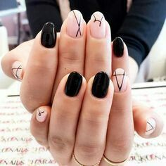 PERFECT Minimalist nail art idea to try with black nail polish | negative space nails | unas