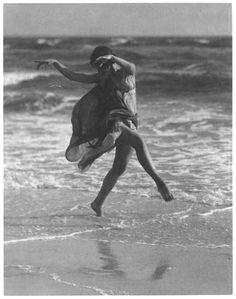 Creator(s): Genthe, Arnold, photographer. Photoprint by Arnold Genthe. Contemporary Dance, Modern Dance, Shall We Dance, Just Dance, Isadora Duncan, Photo Vintage, Dance Movement, Jolie Photo, Dance Art