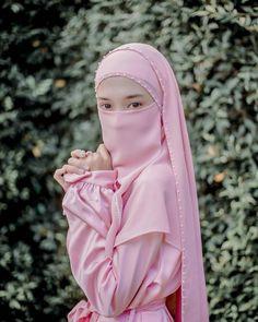 """❀รับงานโพสโปรโมท❀ posted on Instagram: """"It would be great if someone asks 'How's your day' everyday."""" • See all of @fafaaaa_kaong's photos and videos on their profile. Hijab Fashion, Women's Fashion, Niqab, Cool Girl, Profile, Photo And Video, Videos, Face, Girls"""