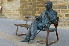 Escultura de Antonio Machado en Baeza