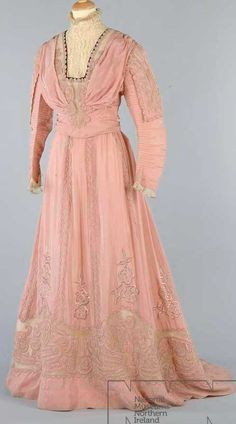 Edwardian (1901-1910) day dress. Via Ulster Museum.