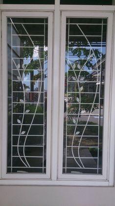 6 Cara Tepat Memilih Gambar Teralis Jendela Wooden Window Design, Window Glass Design, Iron Window Grill, Window Grill Design Modern, House Window Design, Balcony Grill Design, Grill Door Design, Balcony Railing Design, Door Gate Design