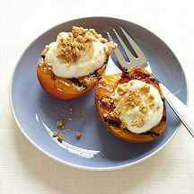 Weight Watchers: Grilled Apricots with Cookies and Cream