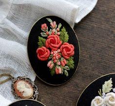 불리언 로즈(bullion rose). 브라질리언 자수의 기법인 불리언으로 장미 모양의 입체를 만든다. 단순하지만...
