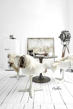 White Interior Design, Interior Exterior, Interior Decorating, Christmas Interiors, Room With Plants, Industrial Interiors, Luxury Decor, Slow Living, White Decor