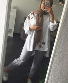 New Ideas For Fashion Hijab Casual Awesome - hijab outfit Hijab Fashion Summer, Modern Hijab Fashion, Street Hijab Fashion, Islamic Fashion, Muslim Fashion, Modest Fashion, Fashion Outfits, Fashion Fashion, Hijab Casual