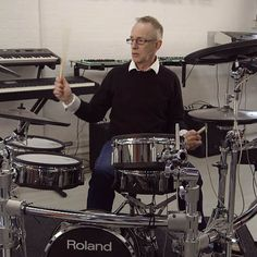Topper Headon (The Clash) talks about the Roland TD-30KV V-Drums kit and how it inspired him to get back into playing. http://www.roland.co.uk/blog/topper-headon-the-clash/