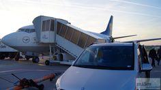 Abholung an der Vorfeldposition - Check more at http://www.miles-around.de/trip-reports/first-class/lufthansa-boeing-747-400-first-class-frankfurt-nach-vancouver/,  #737-500 #747-400 #avgeek #Aviation #Boeing #BusinessClass #Champagner #FCT #FirstClass #FirstClassLounge #FirstClassTerminal #FRA #Frankfurt #Grönland #Leipzig #LEJ #Lounge #Lufthansa #LufthansaSenatorLounge #Reisebericht #Trip-Report #USA #YVR