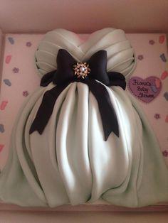 Beautiful baby bump cake!  By Louise King