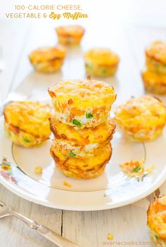 Cheese, Vegetable and Egg Muffins (GF) - Healthy, easy & only 100 calories! You'll want to keep a stash on hand! --- HEADS UP: The recipe calculation says 172 cal per muffin. 100 Calories, Breakfast And Brunch, Low Carb Breakfast, Breakfast Muffins, Breakfast Frittata, Brunch Recipes, Breakfast Recipes, Breakfast Ideas, Egg Muffins