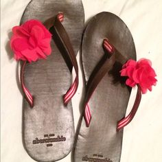 💗 Abercrombie & Fitch leather sandals 💗 🎀 Abercrombie & Fitch leather sandals with adorable pink flower. These are SO cute! They look much better in person. Only worn once. Look new. 💞 Abercrombie & Fitch Shoes Sandals